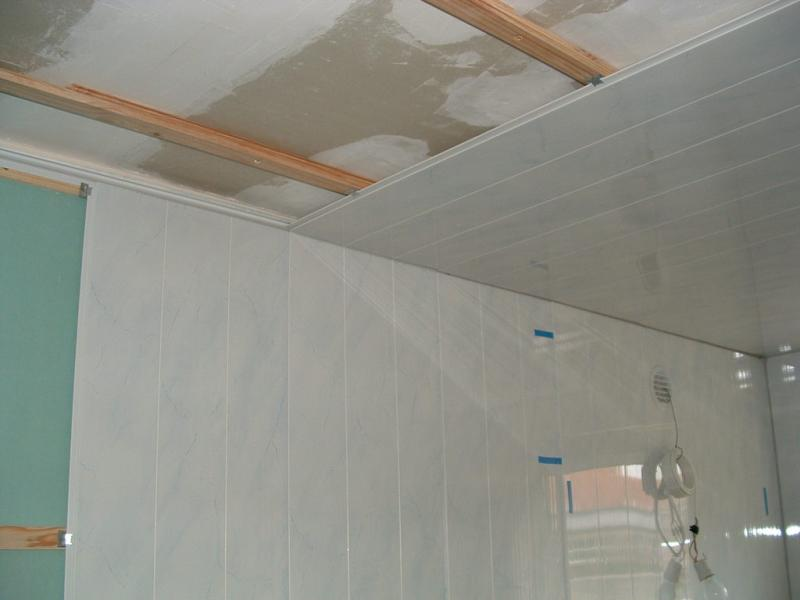 Pose lambris pvc plafond salle de bain for Comment faire un faux plafond en pvc
